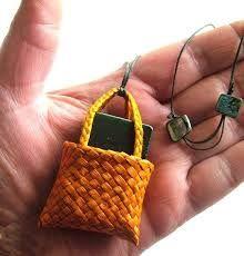 Resultado de imagem para Weaving flax - Harakeke Flax Weaving, Weaving Art, Basket Weaving, Maori Art, Handmade Ornaments, Miniture Things, Kite, Beautiful Hands, Projects To Try