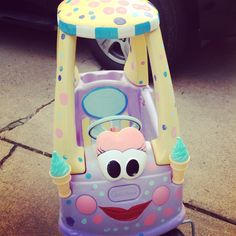Gotta make this if J & I ever have a daughter - Cozy coupe into ice cream truck Toddler Class, Toddler Fun, Toys For Tots, Kids Toys, Baby Crafts, Crafts To Do, Little Tykes Car, Little Tikes Makeover, Cozy Coupe Makeover