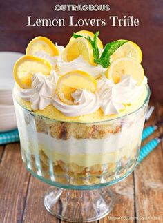 This outrageous lemon lovers trifle is a dessert filled with citrus deliciousness. It starts with a lemony pound cake that's brushed with a lemon laced simple syrup. The pound cake is layered with fluffy lemon cream and whipped cream then crowned with l Trifle Desserts, Oreo Dessert, Easy Desserts, Dessert Recipes, Pudding Desserts, Dessert Trifles, Tiramisu Trifle, Desserts With Lemon, Healthy Lemon Desserts