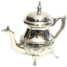 Moroccan Handmade Silver Teapot (150 SAR) ❤ liked on Polyvore featuring home, kitchen & dining, teapots, coffee & tea service, moroccan silver teapot, silver tea pot, silver teapot, tea-pot and moroccan tea pot
