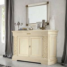 Vintage, elegant and ivory 'Greta' dressing table. The colour makes it a piece that you can put with anything else really. Perfect for hallway, bedroom, living room. My Italian Living.