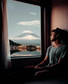 Fashion Photography Poses, Travel Photography, Travel Pictures, Travel Photos, Sam Kolder, Detective Aesthetic, Aesthetic People, Mount Fuji, Airplane View