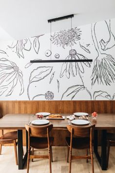 Spontaneous Adventures Are the Inspiration Behind This Wallpaper Line – domino Hand Painted Wallpaper, Painting Wallpaper, Mural Painting, Of Wallpaper, Designer Wallpaper, Modern Interior, Interior Design, Green Palette, Traditional Design