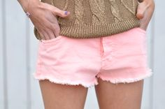 from makelifeeasier.pl by Kasia Tusk;   belt – H    shorts – River Island    sweater and wedges – Zara