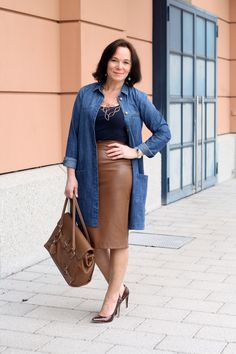 Denimshirt paired with a faux leather pencil skirt and stiletto pumps