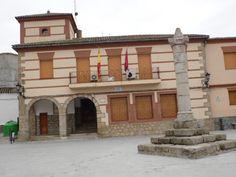 TORRICO (TOLEDO). Ayuntamiento y Rollo de Justicia.