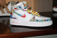 These are amazing Men's Shoes, Nike Shoes, Sneakers Nike, African Fashion, Native Fashion, African Style, Native Style, Kinds Of Shoes, African Dress