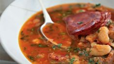 Fantastickou chuť, vůni i barvu dodá této polévce uzená paprika a klobáska chorizo. Chorizo, Curry, Fresh, Cooking, Ethnic Recipes, Soups, Red Peppers, Kitchen, Curries