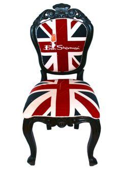 Krzesło dostaliśmy od sklepu Atelier Mokotowska by Royal Collection. Dziś można je obejrzeć w sklepie w totalnie nowej postaci!