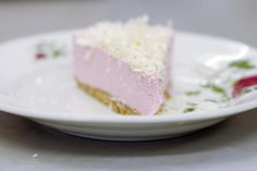 taart van frambozenmousse met witte chocolade