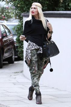 Stefani embraced her favorite camo and animal prints in a baggy pant silhouette and jacket tied at her waist—a flattering, but still cool look with a burgeoning bump.