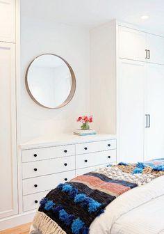 Un duplex de con terraza en San Francisco · A duplex apartment with terrace in SF - Bedroom Built In Wardrobe, Wardrobe Dresser, Bedroom Built Ins, Condo Bedroom, Master Bedroom Closet, Tv In Bedroom, Bedroom Dressers, Bedroom Storage, Bedroom Decor