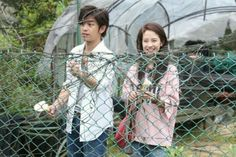 Song Ji Hyo and Chen Bolin filming We Are In Love in Taipei, April 2016