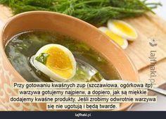 Jak gotować kwaśne zupy? - Przy gotowaniu kwaśnych zup (szczawiowa, ogórkowa itp) warzywa gotujemy najpierw, a dopiero, jak są miękkie dodajemy kwaśne produkty. Jeśli zrobimy odwrotnie warzywa się nie ugotują i będą twarde.