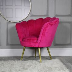 Add a sense of luxury and comfort to your decor with this stunningly vibrant cha. Pink Velvet Chair, Green Velvet Sofa, Pink Sofa, Pink Chairs, Silver Living Room, Living Room Bedroom, Living Room Chairs, Pink Furniture, Bedroom Furniture