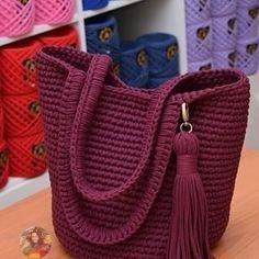 Crochet Backpack, Crochet Clutch, Crochet Handbags, Crochet Purses, Backpack Tutorial, Backpack Pattern, Love Crochet, Crochet Baby, Crochet Stitches