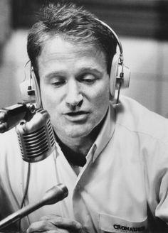 """GOOOOOOOOOOD MORNING VIETNAM!""... Robin Williams.Film directed by Barry Levinson - (1987)"