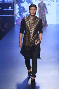 Tarun Tahiliani Collection At Lakme Fashion Week Summer/Resort 2017 - PK Vogue Lakme Fashion Week, India Fashion, Men's Fashion, Tarun Tahiliani, Resort 2017, Indian Couture, Latest Fashion Clothes, Pakistani, Festive