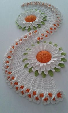 Crochet Flowers Pattern Recipe for how to make this Beautiful Crochet table path in the Sunflower. Crochet Flower Patterns, Crochet Motif, Crochet Designs, Crochet Doilies, Crochet Flowers, Crochet Sunflower, Sunflower Pattern, Crochet Home, Irish Crochet