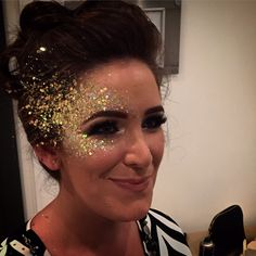 Our Wish Upon A Sparkle Golden Goddess gold face glitter will give you a sun-kissed glow whatever the season! Gold Face Paint, Glitter Face Paint, Body Glitter, Silver Glitter, Golden Makeup, Gold Makeup Looks, Glitter Face Festival, Masquerade Mask Makeup, Glitter Face Makeup