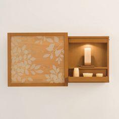光をテーマにした壁掛け仏壇。気持が安らぐ優しい存在です。