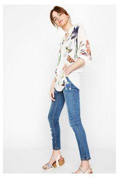 http://www.desigual.com/es_ES/moda-mujer/ropa/camisas-tops/prod-grecia-72C2WC8