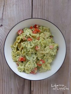 Life With My Littles: Cheesy Pesto and Tomato Pasta
