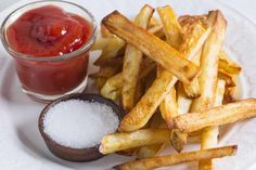 Here is our FODMAP Everyday recipe for The Best Oven-Baked Fries! They are easy and better than fried! We even offer several low FODMAP variations for dips and condiments making this recipe very versatile. Oven Fried Potatoes, Oven Baked Fries, Fries In The Oven, Russet Potatoes, Best Oven, Low Fodmap, Fodmap Diet, Fodmap Recipes