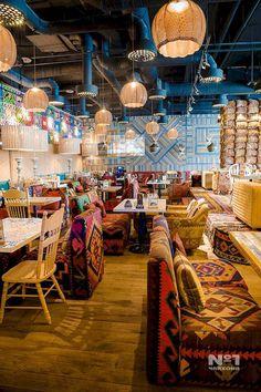 art mexicano 31 magnifiques dcorations de restaurant et salon de th Restaurant Vintage, Mexican Restaurant Design, Deco Restaurant, Café Design, Bar Interior Design, Restaurant Interior Design, Cafe Bar, Cafe Menu, Bar Retro