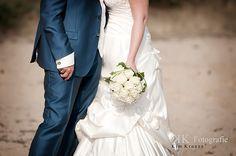 biedermeier rozen bruidsboeket wit eenvoud siert One Shoulder Wedding Dress, Wedding Dresses, Om, Fashion, Bride Dresses, Moda, Bridal Gowns, Fashion Styles, Weeding Dresses