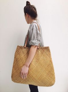 Lahala weaving is an incredible art. In Hawaii, you knew the family artistry by the unique weave & style. This is a beautiful bag.