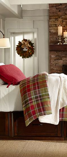 Cozy bedroom ideas for winter, home & garden design ideas articles Winter Bedroom, Christmas Bedroom, Cozy Bedroom, Bedroom Decor, Plaid Bedroom, Bedroom Ideas, Winter Bedding, Lodge Bedroom, Plaid Bedding