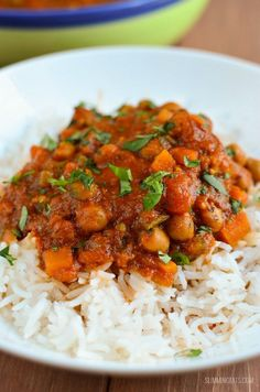 Slimming Eats Chana Masala - gluten free, dairy free, vegetarian, Slimming World (SP) and Weight Watchers friendly. I also give details of how to cook this in an Instant Pot Indian Food Recipes, Vegetarian Recipes, Cooking Recipes, Healthy Recipes, Vegan Recepies, Vegetarian Curry, African Recipes, Savoury Recipes, Cooking Food