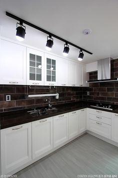 32평 화이트톤 아파트 홈스타일링 인테리어 : 네이버 포스트 Decor, Cabinet, Interior, House, Kichen, Kitchen, Kitchen Interior, Home Decor, Kitchen Cabinets