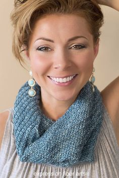 Free knitted cowl pattern - Swirling Sea Cowl. Easy and quick to make! Just uses one skein of worsted weight yarn.
