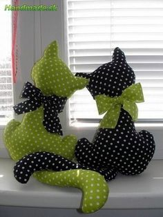 Random polkadots kitty cats green, black and white