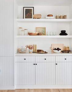 Via Shoppe Amber Interiors - Dining Room Shelves High Design, Küchen Design, Interior Desing, Interior Styling, Interior Inspiration, Arreglos Ikebana, Vintage Dining Chairs, Cheap Home Decor, Home Kitchens
