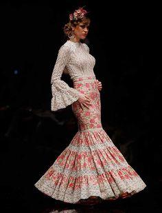 La diseñadora lituana ha presentado «La vida es bella», una colección con blusas muy vaporosas, faldas y vestidos de nejas abiertas y canasteros de talle alto y corte sirena. (Foto: Raúl Doblado) Flamenco Party, Flamenco Costume, Flamenco Dresses, Fashion Art, Kids Fashion, Fashion Looks, Fashion Design, Spanish Dress, Indian Gowns Dresses