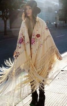 Pretty fringed kimono with floral embroidery detail. Boho chic for fall. Boho Gypsy, Gypsy Style, Hippie Style, Bohemian Soul, Boho Chic, Hippie Chic, Bohemian Fall Fashion, Bohemian Style Clothing, Autumn Fashion