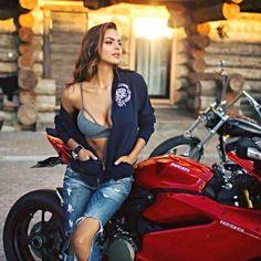 d9e360ef49ee9f42ecca2fa53f5d6dd6--car-girls-biker-chick.jpg (736×736)
