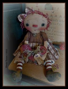 A PriMiTiVE WOrN VALENTINE RaGGeDY ANN DoLL WITH HeR OLDE HeaRT ~ BroWNS #NaivePrimitive #WendyTurner2015