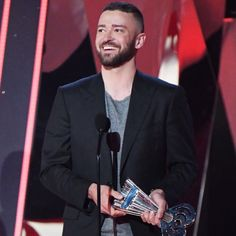 Justin Timberlake in TOM FORD accepting his 'Song of the Year' Award at the 2017 iHeartRadio Music Awards. #TOMFORD #iHeartAwards
