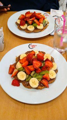 #waffles #fruit #goodday Fruit Drinks, Cobb Salad, Ale, Nom Nom, Food And Drink, Restaurant, Story Story, Breakfast, Desserts
