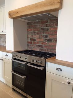 Hottest Absolutely Free Brick Fireplace kitchen Ideas Kitchen cooker alcove with exposed brick and wooden beam Range Cooker Kitchen, Kitchen Hob, Kitchen Chimney, New Kitchen, Kitchen Dining, Fireplace Kitchen, Kitchen Brick, Kitchen Ideas, Brick Fireplace