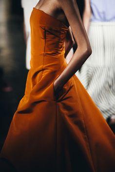 Burnt Orange by Peter Som 2015 Vogue, High Fashion, Fashion Tips, Fashion Details, Fashion Fashion, Vintage Fashion, Autumn Wedding, Boutique, Burnt Orange