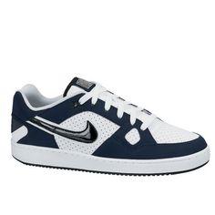 Met de Son of Fore van Nike loop je er altijd in stijl bij! Het is een sportieve schoen die gemaakt is van kwalitatief hoogwaardige materialen. De schoen biedt veel steun en ziet er tegelijkertijd ook nog eens modern uit. De schoen heeft een vetersluiting en het Nike swoosh logo op de zijkant.