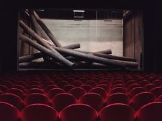 """""""Weibsteufel""""-Bühnenbild #Baum #Bühne #Theater"""
