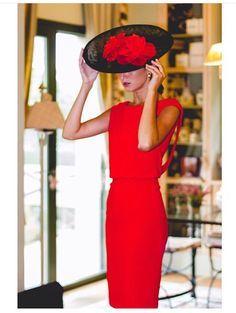 Invitada boda con vestido rojo y tocado negro ❤❤