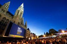Am Freitag ist es soweit: Das 27. Film Festival auf dem Rathausplatz ergänzt den Reigen der Wiener Sommerkinos. Hochkarätige musikalische Highlights von Oper bis Pop sind beim traditionell besucherstärksten Sommerkino bei freiem Eintritt zu erleben - wir haben das gesamte Programm für Sie.