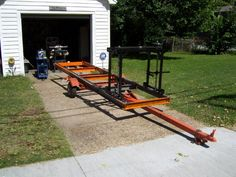 Here's an illustrated step-by-step description of building a chainsaw sawmill. Homemade Chainsaw Mill, Homemade Bandsaw Mill, Portable Chainsaw Mill, Portable Saw Mill, Diy Projects Plans, Easy Woodworking Projects, Woodworking Bench, Chainsaw Mill Plans, Chainsaw Repair